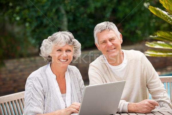 Gepensioneerd paar werken laptop business gelukkig Stockfoto © wavebreak_media