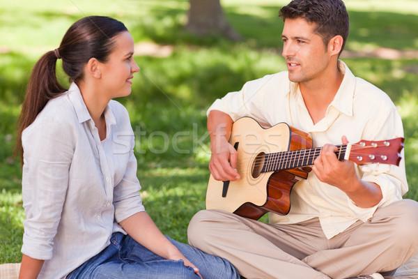 Romantik adam oynama gitar eş gülümseme Stok fotoğraf © wavebreak_media