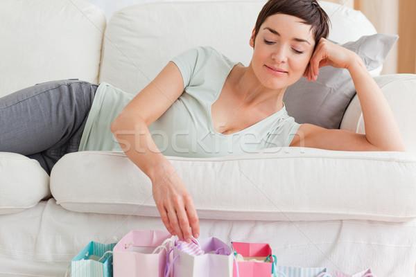 Közelkép nő néz bevásárlótáskák nappali lány Stock fotó © wavebreak_media