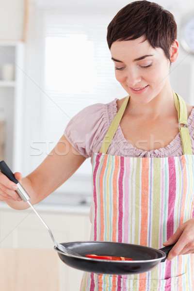 Stockfoto: Vrouw · schaal · keuken · voedsel · glimlach · gelukkig