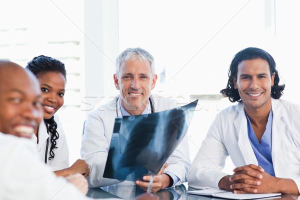 Mosolyog orvos három kollégák tart röntgen Stock fotó © wavebreak_media