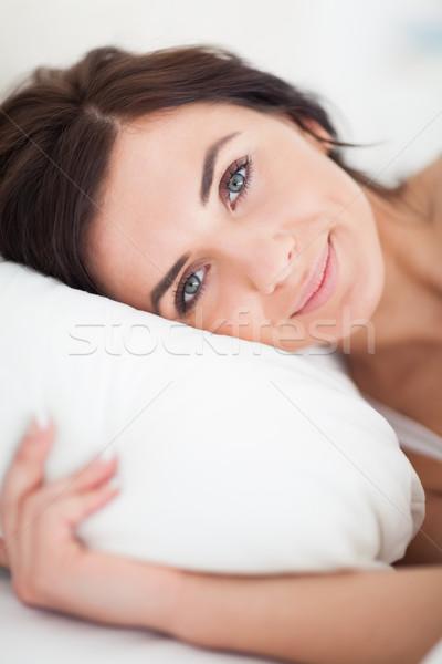 Paisible femme lit matin chambre main Photo stock © wavebreak_media