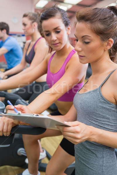 Сток-фото: спортзал · инструктор · женщину · осуществлять · велосипед · женщины