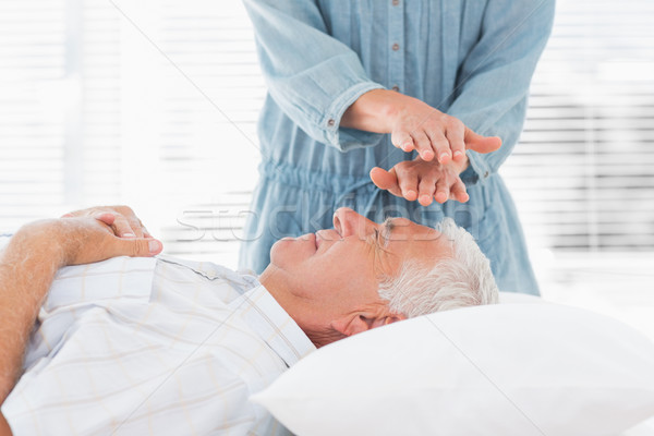 Massage arts reiki man voorhoofd Stockfoto © wavebreak_media