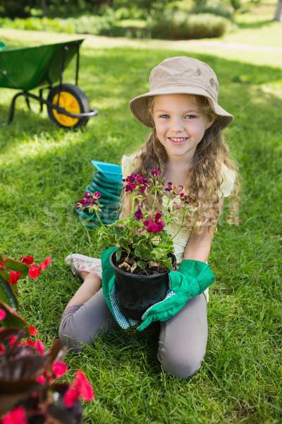 Sorridente menina comprometido jardinagem retrato jovem Foto stock © wavebreak_media