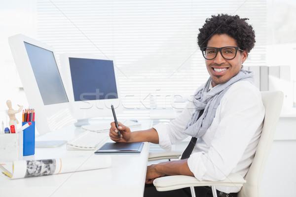 Hipszter üzletember dolgozik asztal iroda boldog Stock fotó © wavebreak_media