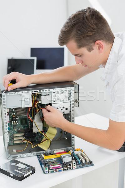 молодые техник рабочих сломанной компьютер служба Сток-фото © wavebreak_media