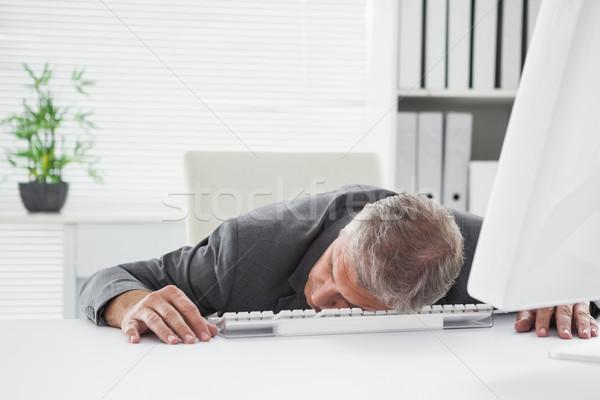 исчерпанный бизнесмен спальный столе служба бизнеса Сток-фото © wavebreak_media