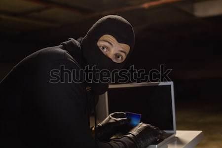 Usando la computadora portátil identidad hombre portátil tecnología Foto stock © wavebreak_media