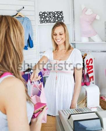 Salon de coiffure clientèle cheveux travaux femme heureux Photo stock © wavebreak_media