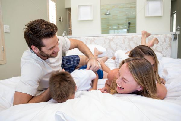 Szczęśliwą rodzinę gry bed domu sypialni domu Zdjęcia stock © wavebreak_media
