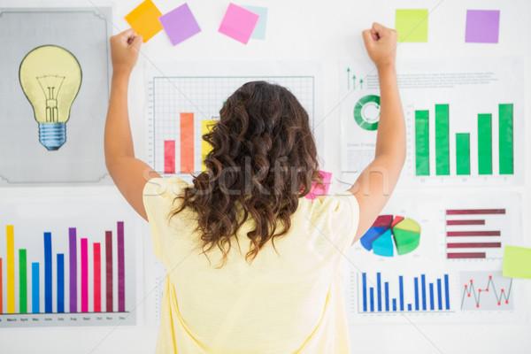 小さな 女性実業家 向い 壁 チャート オフィス ストックフォト © wavebreak_media