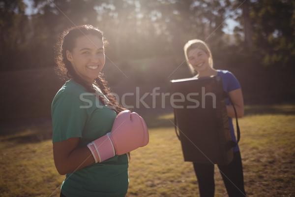 Portret gelukkig vrouw bokshandschoenen Stockfoto © wavebreak_media