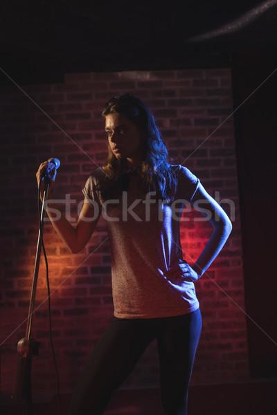 Homme chanteur permanent discothèque femme musique Photo stock © wavebreak_media