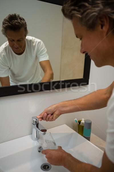 男 充填 ガラス 水 シンク バス ストックフォト © wavebreak_media