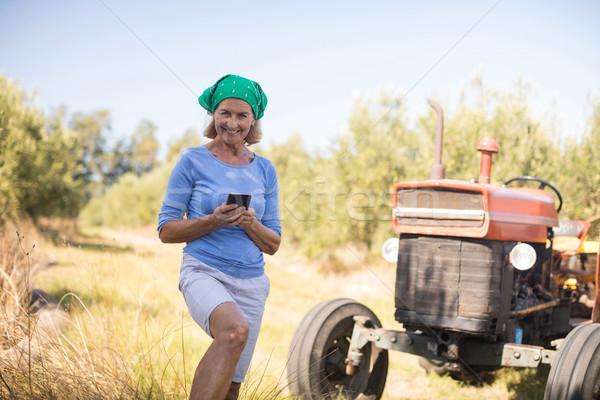 肖像 幸せ 女性 携帯電話 オリーブ ファーム ストックフォト © wavebreak_media