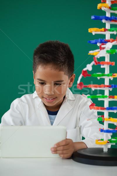 Sorridente estudante digital comprimido laboratório escolas Foto stock © wavebreak_media