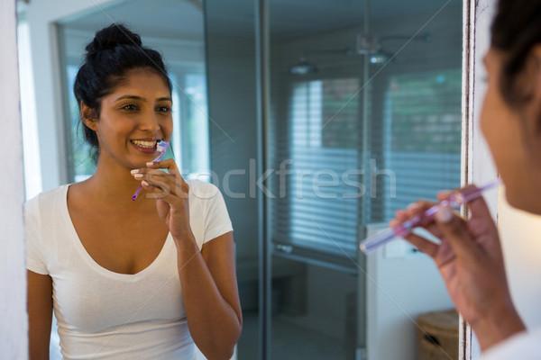 Vrouw spiegel badkamer home venster vrouwelijke Stockfoto © wavebreak_media
