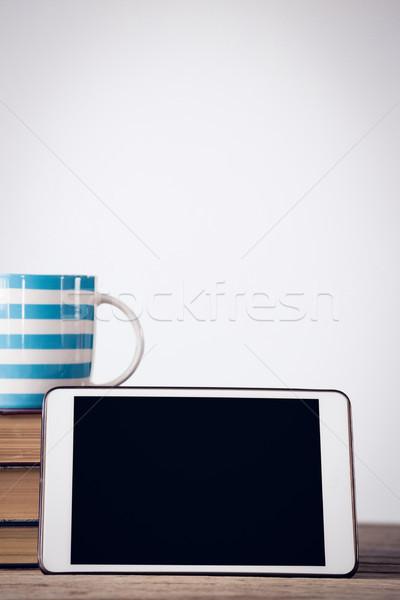 Közelkép digitális tabletta kávéscsésze könyvek asztal Stock fotó © wavebreak_media