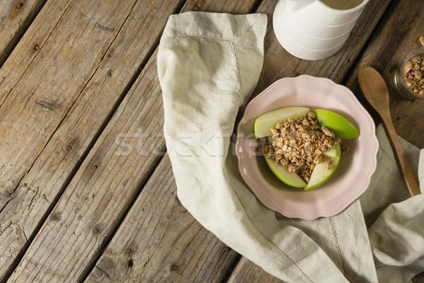 Plaat ontbijt granen vruchten houten tafel boek Stockfoto © wavebreak_media