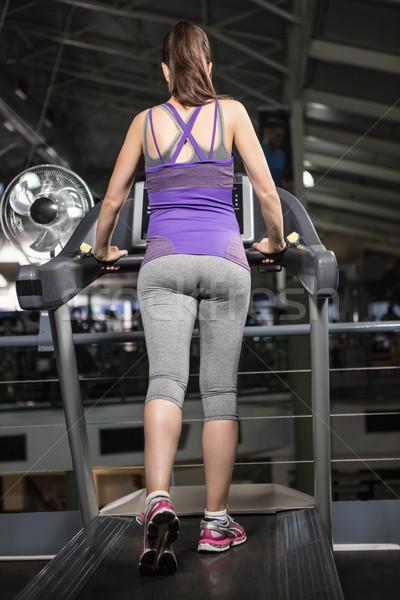 Vista posteriore donna incinta tapis roulant palestra felice fitness Foto d'archivio © wavebreak_media