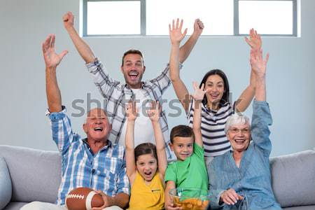 Famille heureuse regarder football match maison manger Photo stock © wavebreak_media