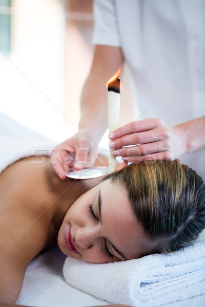 Mulher ouvido vela tratamento estância termal feliz Foto stock © wavebreak_media