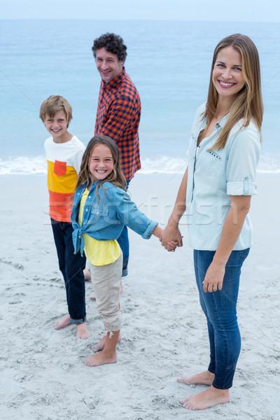 Portre mutlu aile ayakta deniz kıyı el ele tutuşarak Stok fotoğraf © wavebreak_media