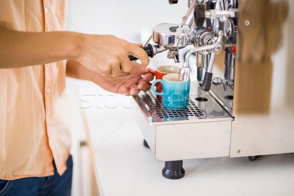 Férfi kávé középső rész férfi áll bögre Stock fotó © wavebreak_media