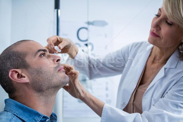 Optometrista gotas ojos oftalmología clínica mujer Foto stock © wavebreak_media