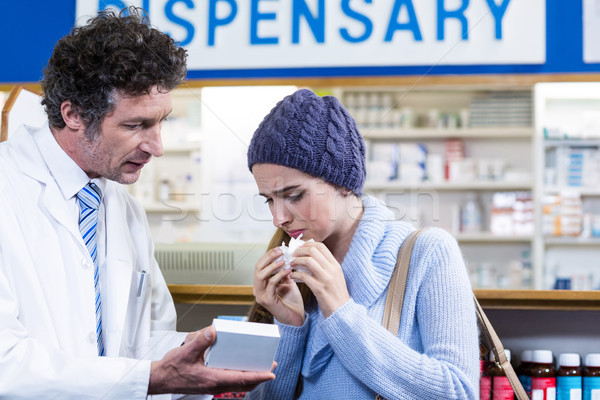 Pharmacien médecine client pharmacie fille Photo stock © wavebreak_media