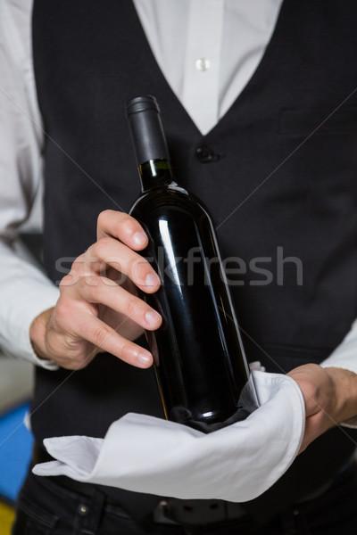 Csapos adag üveg borozó pult portré Stock fotó © wavebreak_media