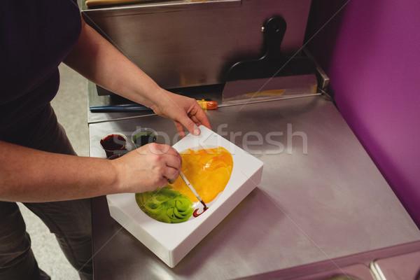 Trabalhador pintura chocolate cozinha Foto stock © wavebreak_media
