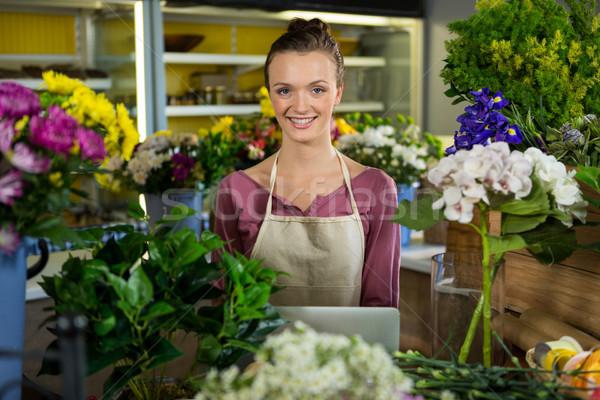 Gelukkig vrouwelijke bloemist permanente portret Stockfoto © wavebreak_media
