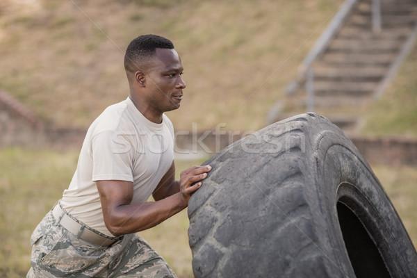 Askeri askerler egzersiz lastik uygunluk Stok fotoğraf © wavebreak_media