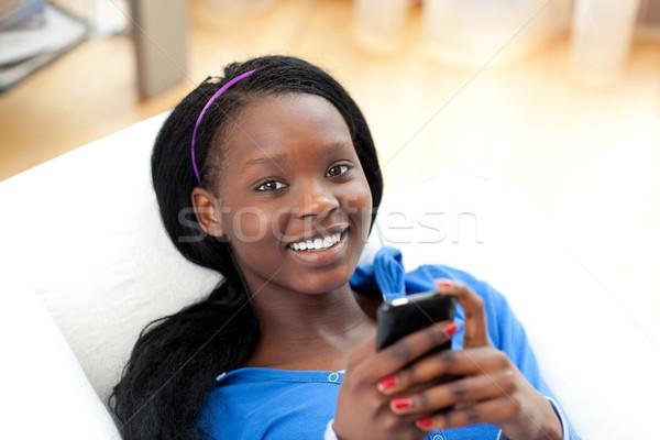 Jasne kobieta tekst sofa bawialnia Zdjęcia stock © wavebreak_media