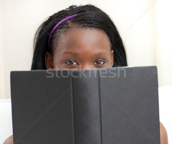 Bájos nő tanul ül kanapé otthon Stock fotó © wavebreak_media