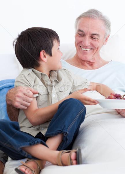 Liebenswert wenig Junge Aufnahme Pflege Großvater Stock foto © wavebreak_media