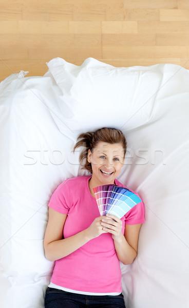 Brillante color muestra sonriendo cámara Foto stock © wavebreak_media