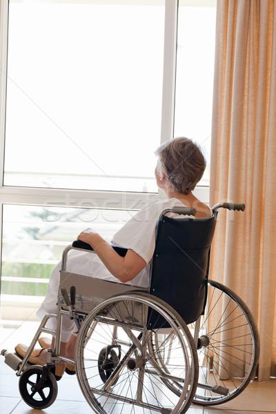 Kıdemli kadın tekerlekli sandalye bakıyor dışarı pencere Stok fotoğraf © wavebreak_media