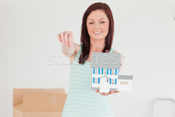 Güzel kadın minyatür ev ayakta Stok fotoğraf © wavebreak_media