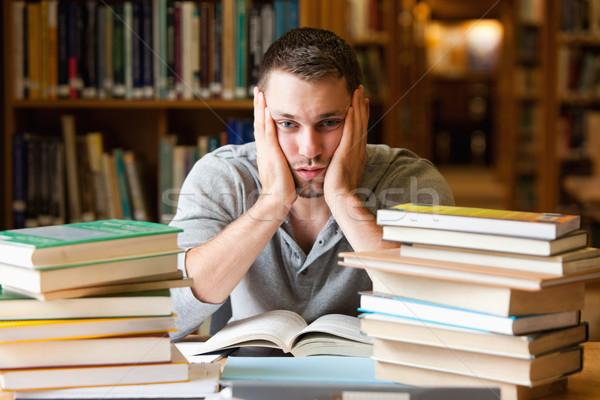 Deprimido estudante ler olhando câmera livro Foto stock © wavebreak_media