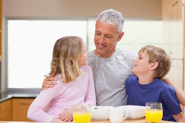 улыбаясь отец детей утра кухне дома Сток-фото © wavebreak_media