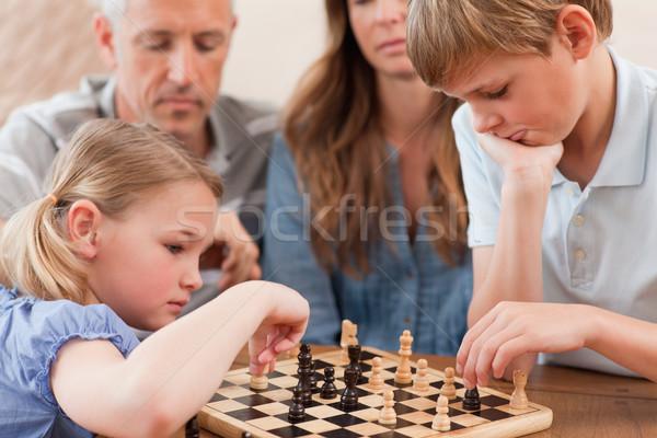Odaklı kardeşler oynama satranç ebeveyn oturma odası Stok fotoğraf © wavebreak_media