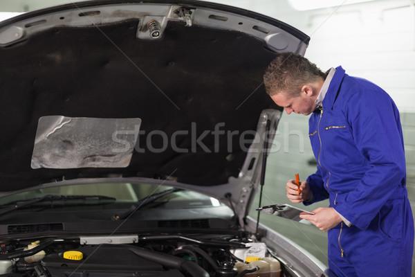 Szerelő tart vágólap garázs autó ír Stock fotó © wavebreak_media