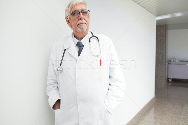 Stok fotoğraf: Ciddi · doktor · hastane · koridor · eller · sağlık