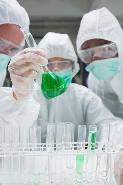 öltönyök néz zöld folyadék főzőpohár labor Stock fotó © wavebreak_media