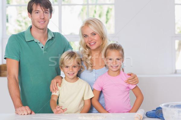 Mosolyog család sütés konyha lány férfi Stock fotó © wavebreak_media