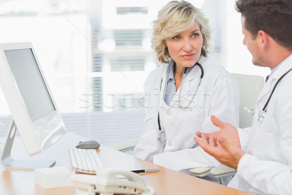 Artsen discussie medische kantoor twee geconcentreerde Stockfoto © wavebreak_media