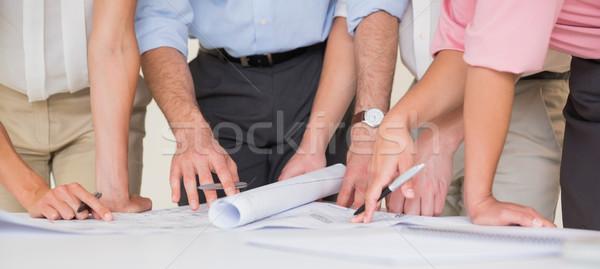 üzletemberek dolgozik terv középső rész asztal iroda Stock fotó © wavebreak_media
